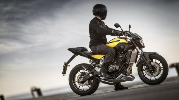 Yamaha-MT-07-Extreme-Yellow-2015-06