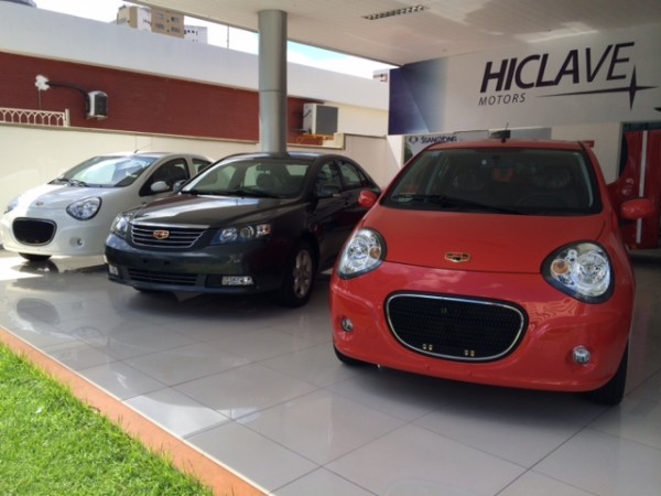 Mais carros no show room