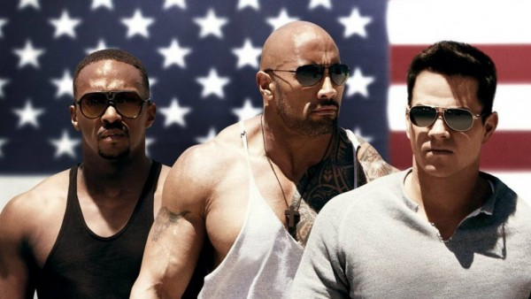Mark Wahlberg, Dwayne Johnson e Anthony Mackie no cartaz de SUOR E GLRIA