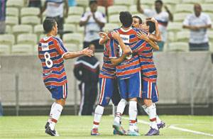 Comemorao do atacante Jailson aps o primeiro gol do Fortaleza. Foto: Kid Jnior